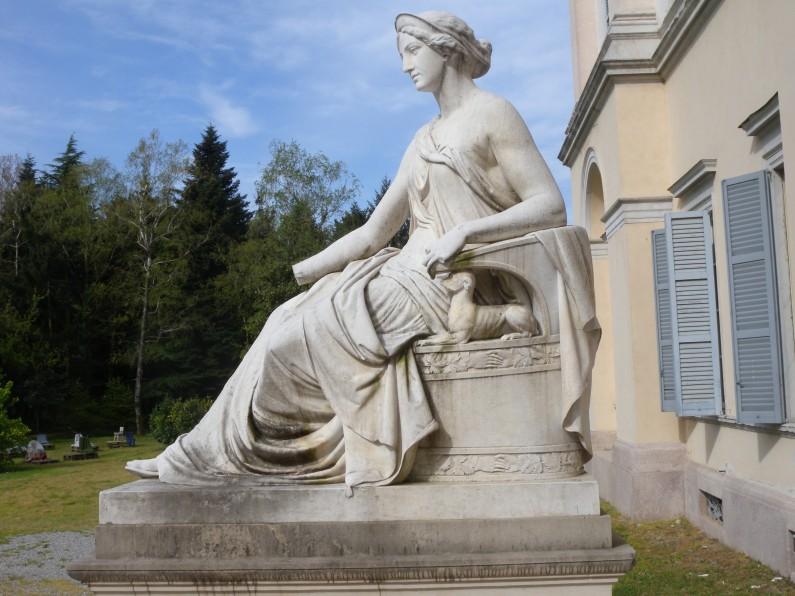La statua raffigurante l'Allegoria dell'Amicizia (Fototeca ISAL)