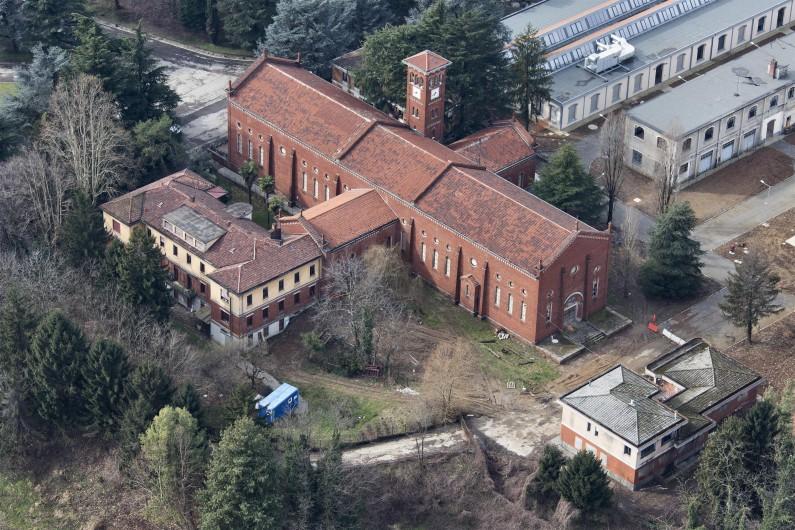 Fotografia da elicottero della chiesa dell'ex ospedale psichiatrico provinciale di Limbiate (Fototeca ISAL-BAMS Photo Rodella)