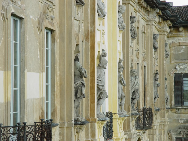 6 The Series of Statues in the Façade