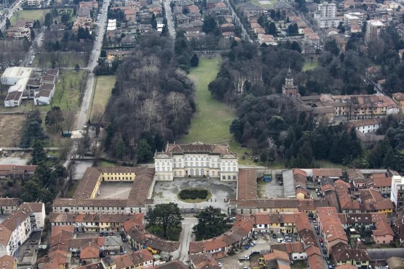 31DE Le fotografie da elicottero di Villa Cusani Tittoni Traversi (3)