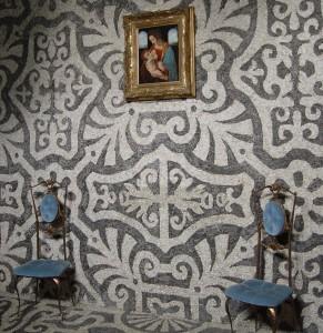 Camillo Procaccini, ambienti interni del Ninfeo con le caratteristiche decorazioni con ciottoli di fiume policromi (Fototeca ISAL).
